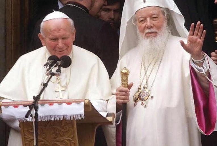 Il fraterno incontro ecumenico tra il Papa e il Patriarca ortodosso rumeno