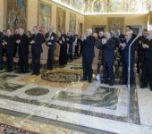 """Il saluto del Collegio degli scrittori e dei collaboratori de """"La Civiltà Cattolica"""" all'ingresso di papa Francesco"""