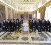Papa Francesco con tutti i partecipanti all'Udienza