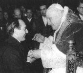 Incontro con il Collegio nel 1959: p. Tucci, allora direttore, saluta papa Giovanni XXIII