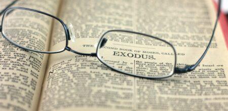 Sotto lo sguardo della Bibbia