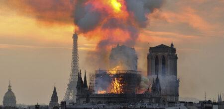 La Chiesa brucia